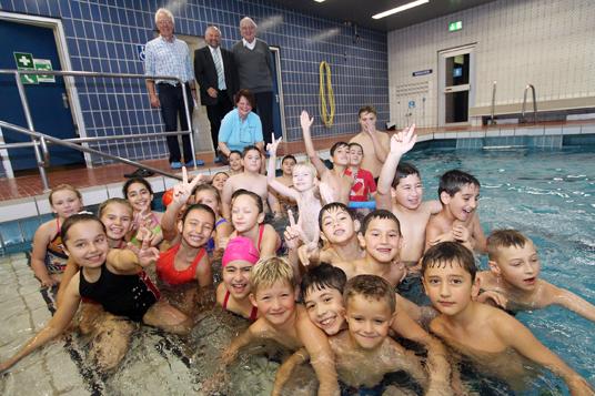 Das Bild zeigt die Schwimmer der Kurse
