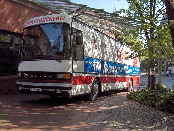 Das Bild zeigt den Bücherbus