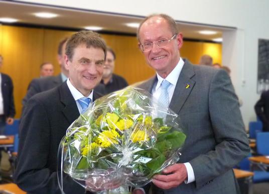 Das Bild zeigt Michael Chlapek und Bürgermeister Ulrich Roland