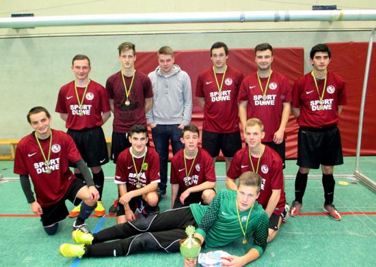 """Das Team """"Mitternachtsport – Ziegelgrund"""" gewann den Wanderpokal des """"Indoor Soccer Cup Fair-Play""""-Turniers."""