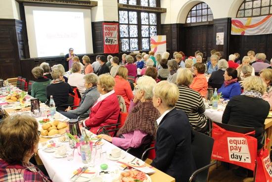 Mehr als 60 Frauen nahmen an dem Frühstück im Ratssaal teil