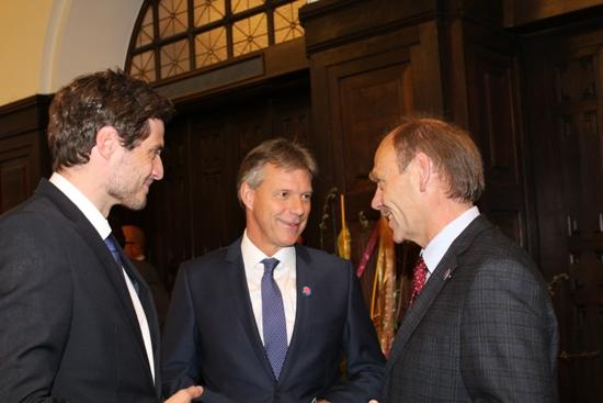Zeit für mehr Solidarität: Griffen den diesjährigen DGB-Slogan zum 1. Mai in ihren Reden auf: Bürgermeister Christoph Tesche (Mitte), DGB-Regionsgeschäftsführer Josef Hülsdünker (rechts) und DGB-Kreisvorsitzender Volker Nicolai.