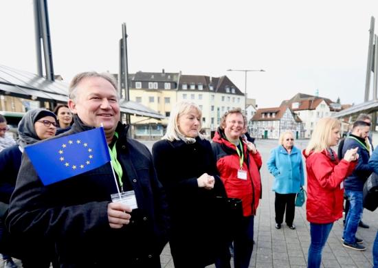 Vertreter der Projektstädte auf dem Europaplatz