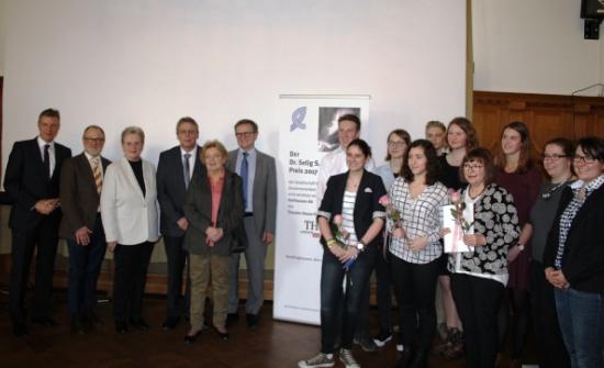 Gruppenfoto bei der Verleihung des Preises