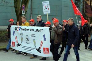 Protestlauf - Bürgermeister Christoph Tesche an der Seite der Beschäftigten.