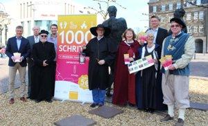Pressefoto Vertreter der Stadtverwaltung, der Arena Recklinghausen, des Hauptsponsors innogy und der Gilde der Stadtführer stellten die Aktion 1000 Schritte vor.