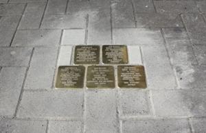 Die fünf neuen Stolpersteine erinnern an die Familie Tepper