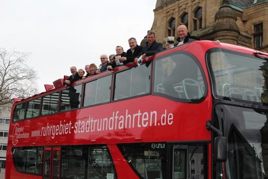 Cabriobus vor dem Rathaus