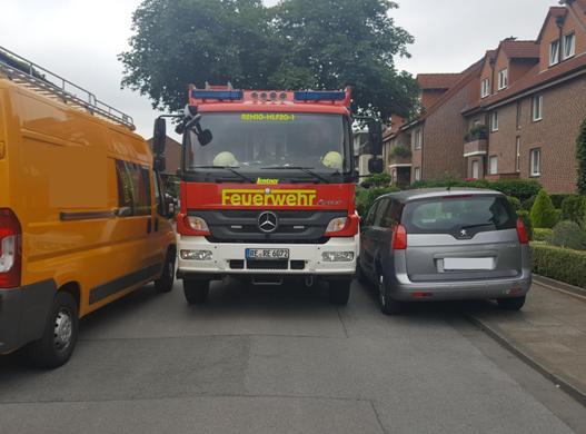 Auf zugeparkten Straßen kann die Feuerwehr wichtige Minuten verlieren.