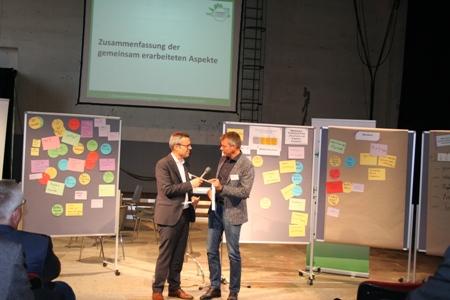 Bürgermeister Christoph Tesche im Gespräch mit Moderator Jan Kobernuß