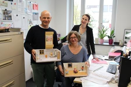 Pressefoto - Das Team der Wohnraumanpassungsberatung, Michael Feja und Kordula Kuballa, mit Miriam Fröhlich, Abteilungsleiterin im Fachbereich Soziales und Wohnen - v.l. -.