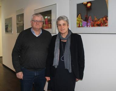 Pressefoto - Kündigten die weitere Zusammenarbeit an: Stadtkämmerer Ekkehard Grunwald und Dr. Iris van Eik, Bereichsleiterin der Verbraucherzentrale