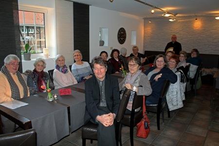 Pressefoto - Kaffeetrinken mit den Ehrenamtlichen des Projekts  -Gemeinsam statt einsam-