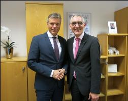 Von links - Bürgermeister Christoph Tesche und der Präsident der gpaNRW Heinrich Böckelühr
