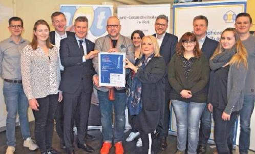 Nominiert für den Vestischen Unternehmenspreis - amt-Inhaberin Dr. Margret Stromberg - 6.v.r. - mit Bürgermeister Christoph Tesche - 4.v.l. - und Organisator Michael Böhm - 5.v.l. - . Foto - Heselmann