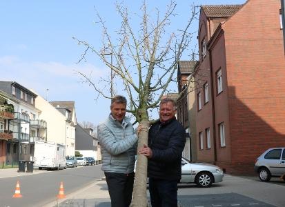 Bürgermeister Christoph Tesche und Johannes Quinkenstein, Vorsitzender der Ausschusses für Gebäudewirtschaft, Grünflächen und Umwelt.