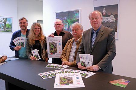 Auf dem Foto- Werner Metz, Sabine Glose - Sportverwaltung- , Marc Sprick -Stadtsportverband-, Klaus Breidenstein -Vorsitzender Sportausschuss- und Sportdezernent Georg Möllers.