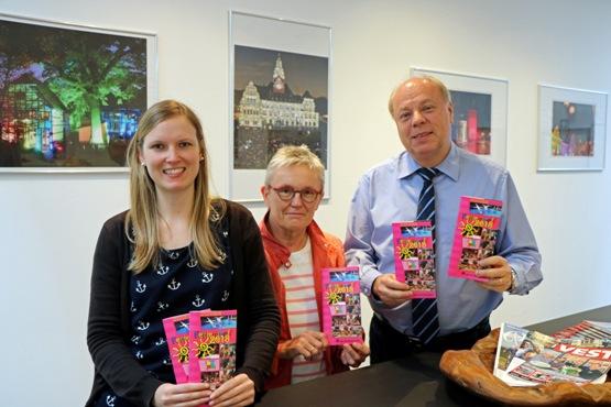 Der Erste Beigeordnete Georg Möllers, Martina Schulze-Entrup, stellvertretende Fachbereichsleiterin Kinder, Jugend und Familie, und Tanja Alshut, Projektmaßnahmen für Kinder - v.r.n.l. - , stellten das Programm für den diesjährigen Ferientreff vor.