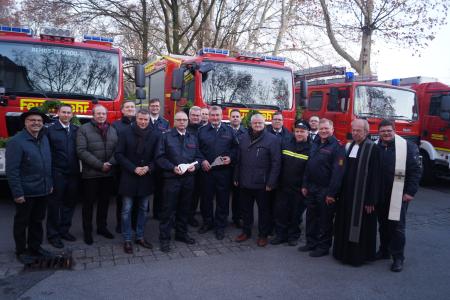 Pressefoto - Bürgermeister Christoph Tesche und Beigeordneter Ekkehard Grunwald übergaben gemeinsam mit Vertretern aus Verwaltung und Politik die neuen Tanklöschfahrzeuge an die Feuerwehr Recklinghausen.
