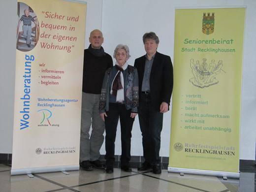 Von rechts: Michael Feja (Wohnberatung Stadt RE),Gisela Drießen und Norbert Jandt (AK Soziales SB RE)