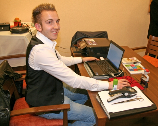 Stefan Kutschke mit dem Bürgerkoffer
