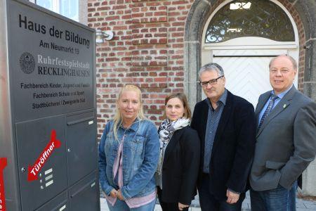 Die Sondersprechstunden im Haus der Bildung am Neumarkt stellten am Donnerstag Nadja Stücke, Sonja Oberc, Klaus Herrmann und Georg Möllers vor. Foto Stadt RE