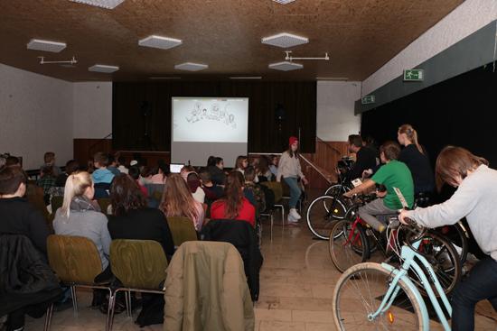 Im Heinrich Pardon Haus werden zwei Filme mit eigens erzeugtem Strom gezeigt.