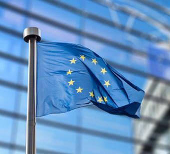Auf dem Bild: Europäische Flagge vor dem Europaparlament, © artjezz, fotolia.com