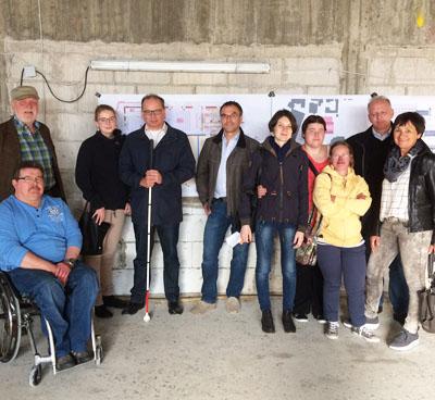 Vertreter des Behindertenbeirats mit Marco Patruno und Dirk Neugebauer auf der Stadthallen-Baustelle