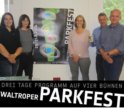 Auf dem Bild (v.l.n.r.: Claudia Schänzer, Ritje Diekmann, Bürgermeisterein Nicole Moenikes, Gottfried Oelenberg und Marco Patruno