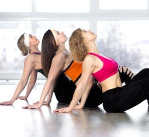 Auf dem Bild: Yoga-Training - (c) fizkes - fotolia.com