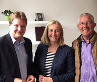 Auf dem Bild (v.l.n.r.): Bundestagsabgeordneter Sven Volmering, Bürgermeisterin Nicole Moenikes und CDU-Fraktionsvorsitzender Wilfried Vortmann