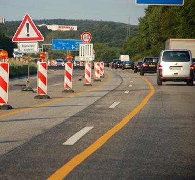 Auf dem Bild: Autobahn-Baustelle (c) miss-mafalda, fotolia.com