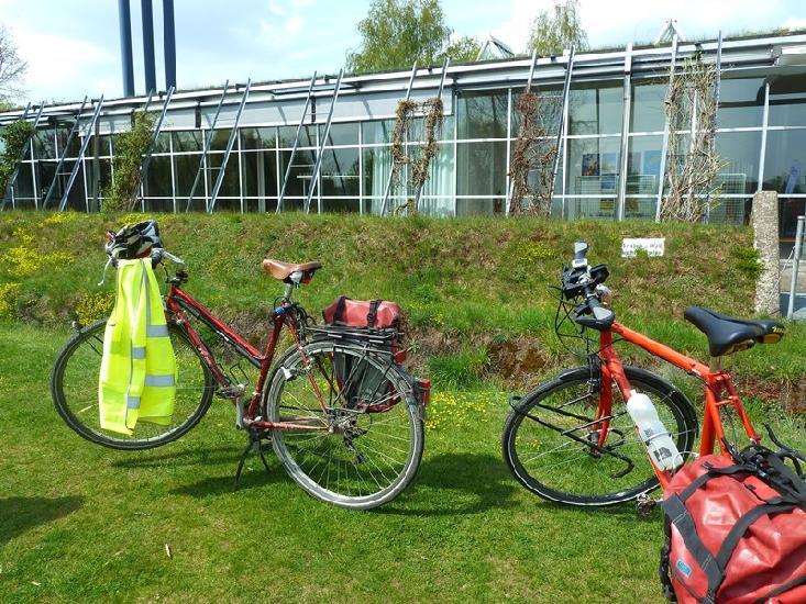 Fahrräder vor dem Römermuseum - Foto Stadtagentur