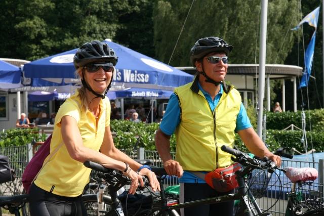 Radfahrer an der Stadtmühlenbucht/Segelboothafen
