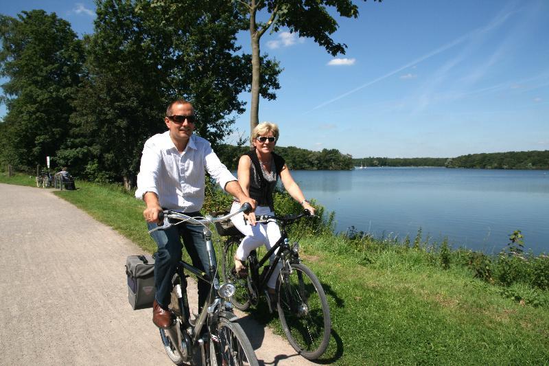 Radfahrer am Stausee