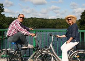Radfahrer am Stausee, Foto Stadtagentur