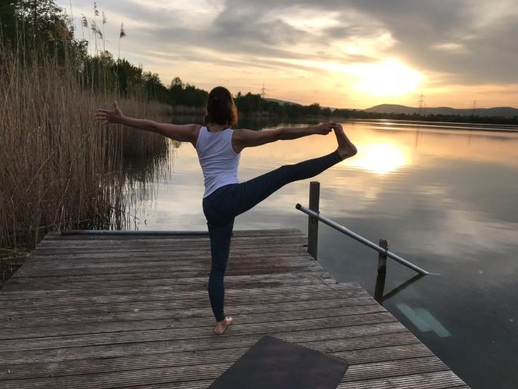 Bild vom Yoga am See - Foto Beate Rehme