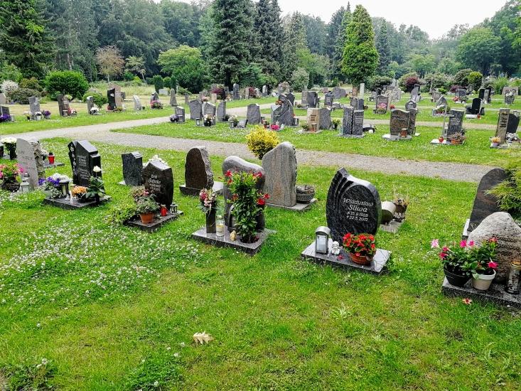 Beispiel für benannte Reihengräber auf dem städtischen Friedhof Waltrop