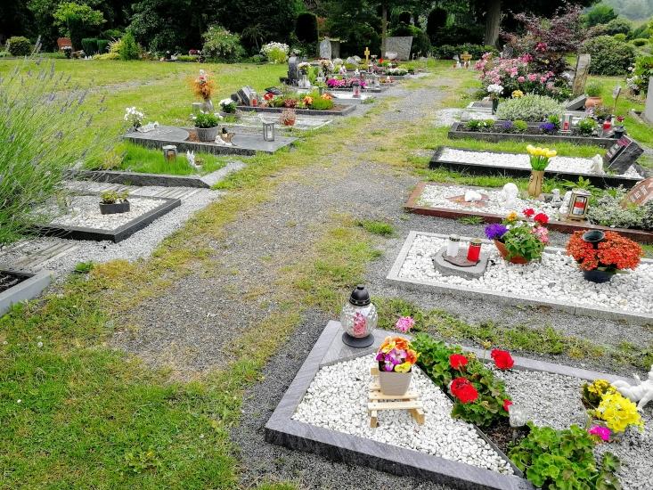 Beispiel für Reihengräber auf dem städtischen Friedhof Waltro