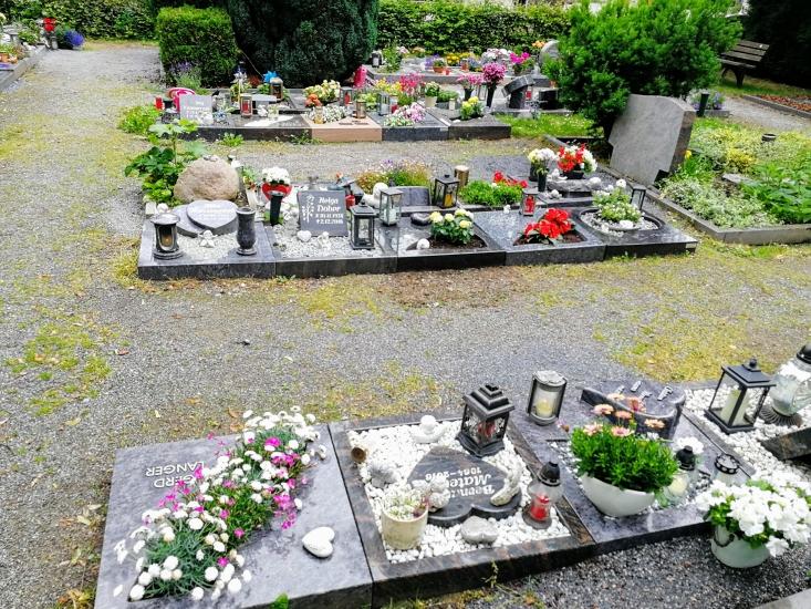 Beispiel für Urnenreihengräber auf dem städtischen Friedhof Waltro