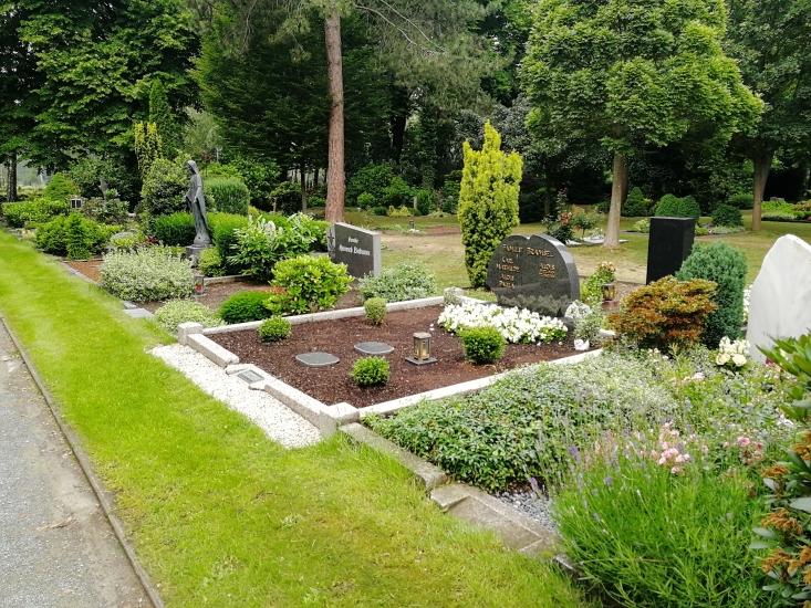 Beispiel für Wahlgräber auf dem städtischen Friedhof Waltro