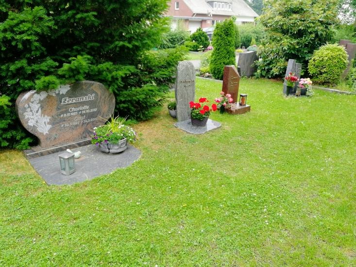 Beispiel für benannte Wahlgräber auf dem städtischen Friedhof Waltro