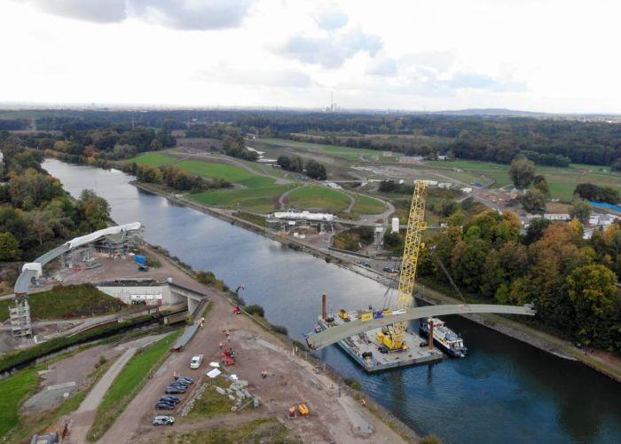 Rajko Kravanja und Uli Paetzel beim Startschuss des Brückenbaus Sprung über die Emscher