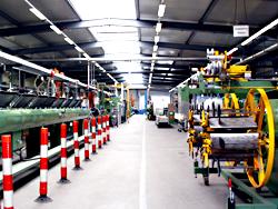 Das Bild zeigt die Produktion des Unternehmens Becker Plastics.