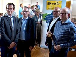 Das Bild zeigt von links: Christian Paasche (IHK), Bürgermeister André Dora, Wirtschaftsförderer Stefan Huxel und Kaufmann Bernard Homann.