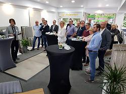 Das Bild zeigt die Teilnehmerinnen und Teilnehmer des zweiten Handwerksfrühstücks.