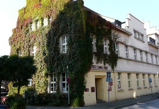 Das Bild zeigt das Fritz Lange Haus