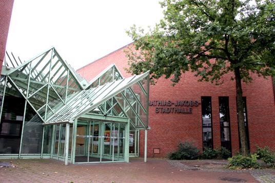 Das Bild zeigt die Mathias-Jakobs-Stadthalle