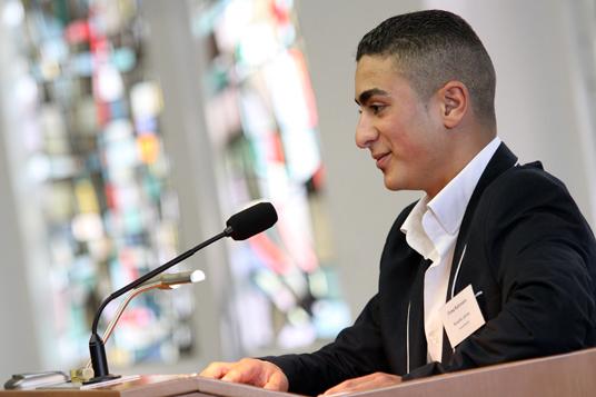 Das Bild zeigt den Auszubildenen Mustafa